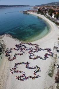 Naša milenijska fotografija za dan autizma 2.4.2012.g. Kaštel Stari